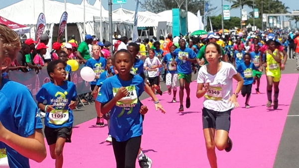 le marathon a rassemblé les jeunes de toutes les races @ Gabonactu.com