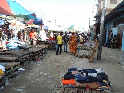 vendeurs et acheteurs ont vite quitté le marché @ Gabonactu.com