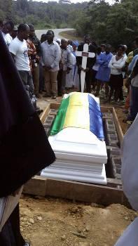 L'étudiant a été inhumé avec le drapeau national comme l'ancien opposant André Mba Obame @ DR