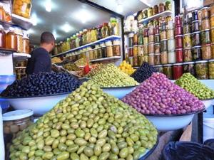 Robes et olives du Maroc @ Gabonactu.com