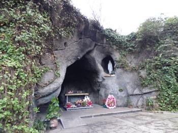 Grotte notre dame de Lourdes @ Gabonactu.com