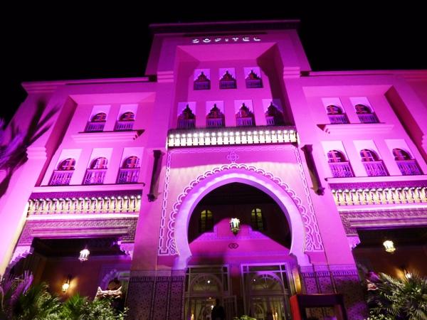 Le Sofitel Marrakech aux couleurs de la ville le soir de notre arrivée @ Gabonactu.com