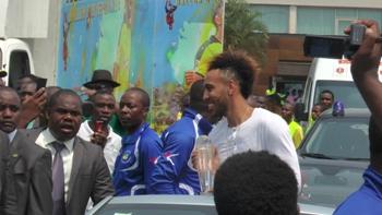 Aubameyang et son trophée @ Gabonactu.com