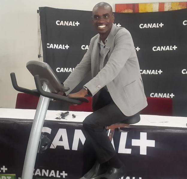 Le journaliste Aboubacry Ba a fait la démonstration du jeu Tropicale Care @ Gabonactu.com
