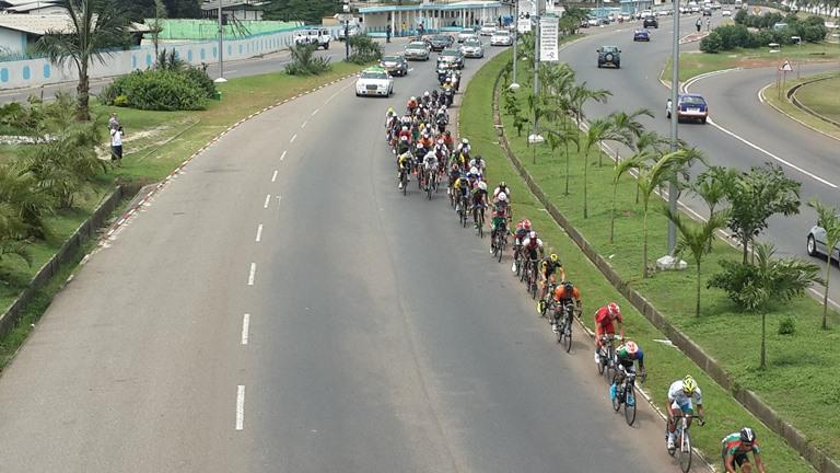 Certains coureurs  ont tenté de  se détacher du peloton très tôt mais en vain @ Gabonactu.com