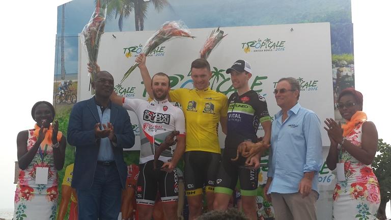 Le podium est complété par  l'italien Adrien Palini (gauche) et le français Antony Delaplace (droite) @ Gabonactu.com