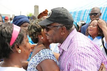 Ali Bongo a écouté les doléances des populations de Cocotier @ DCP