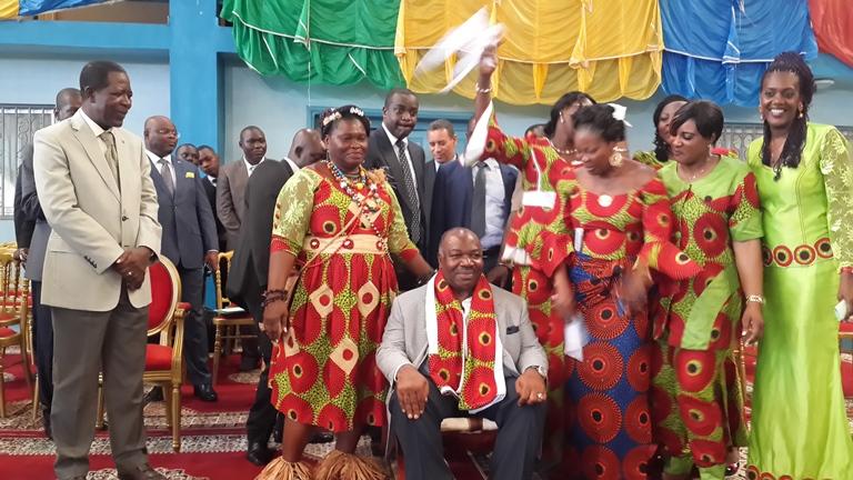 Ellection présidentielle 2016: Plus de 5000 épouses des militaires apportent leur soutien à Ali Bongo