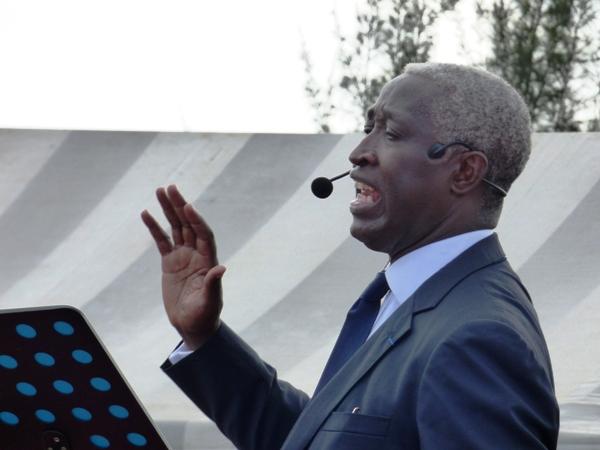 Raymond Ndong Sima, candidat de la rupture