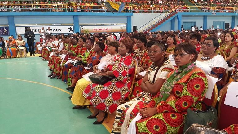 une vue des femmes venues soutenir le candidat Ali Bongo @ Gabonactu.com
