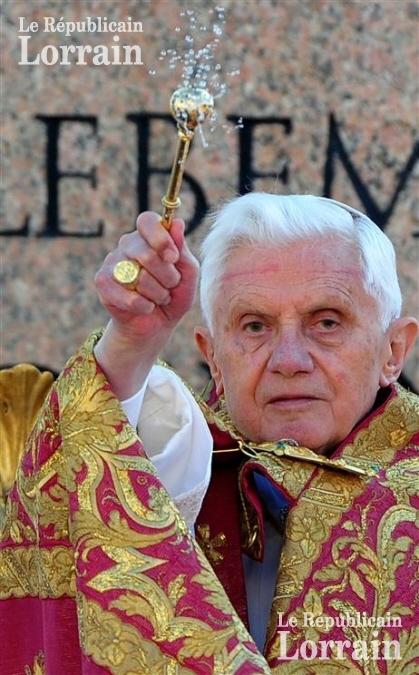Le pape Benoît XVI est en train de «s'éteindre lentement»