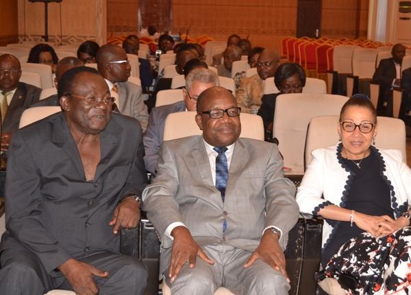 Les sénateurs PDG font allégeance à Ali Bongo