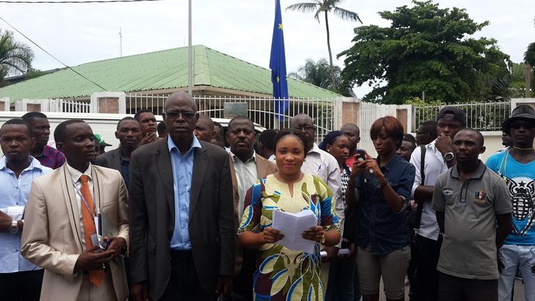 Lecture du manifeste par un des  leaders de la coalition société civile gabonaise @ Gabonactu.com