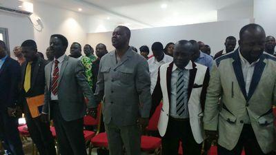 Les pasteurs membres de la coalition favorable à Ali Bongo Ondimba en prière pour le pays @ Gabonactu.com