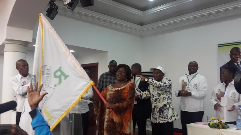 Le Fanion du candidat Ali Bongo a été remis à son représentant Georgette Koko @ Gabonactu.com