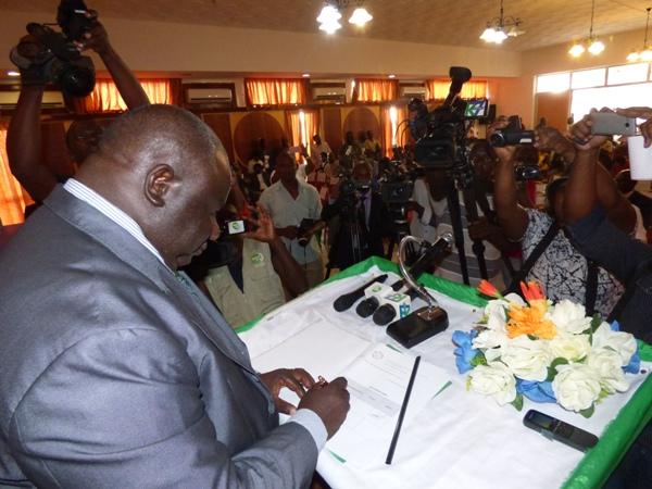 La centrale syndicale Dynamique unitaire annonce qu'elle s'opposera à la candidature d'Ali Bongo