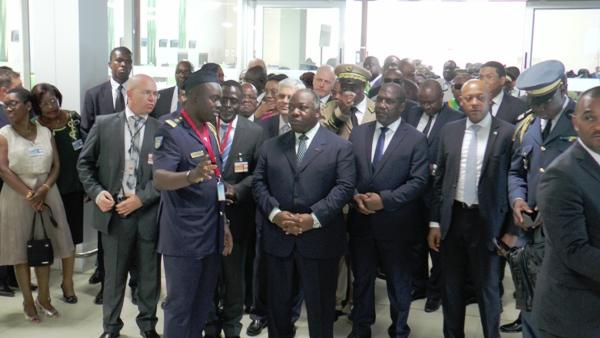 Ali Bongo dans le hall central du nouvel aéroport @ Gabonactu.com