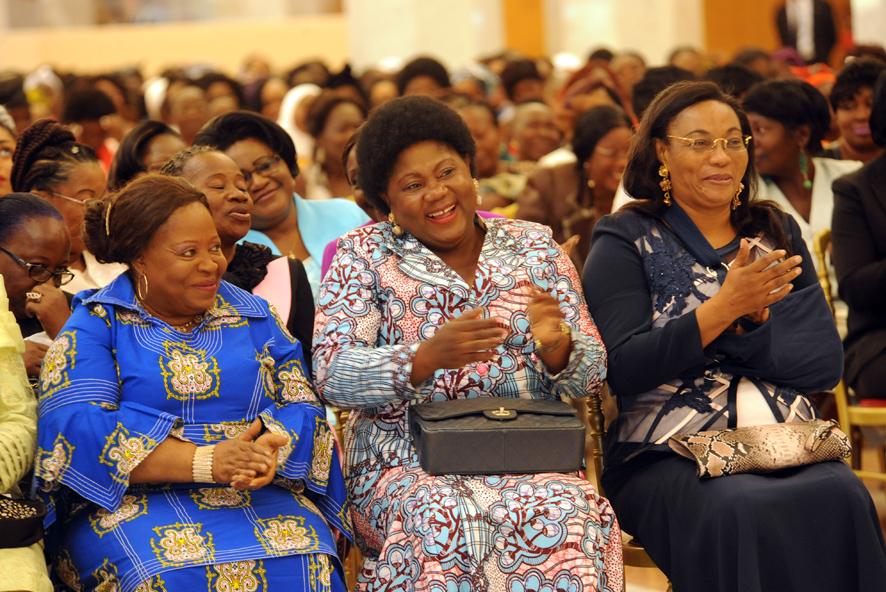 Plusieurs personnalités femmes ont été présentes à la cérémonie de remise du rapport sur la décennie de la femme au chef de l'État @ DCP