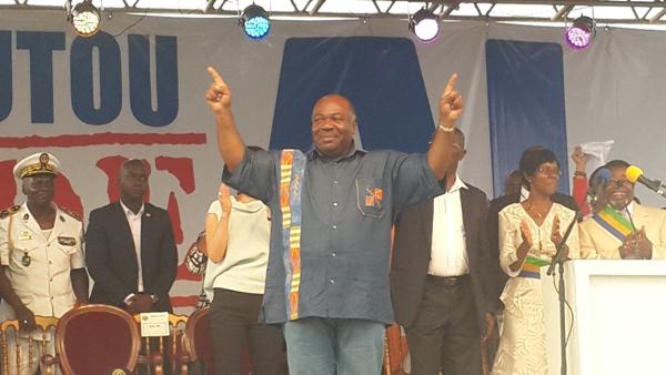 Ali Bongo s'occupe de Guy Nzouba Ndama à Koulamoutou