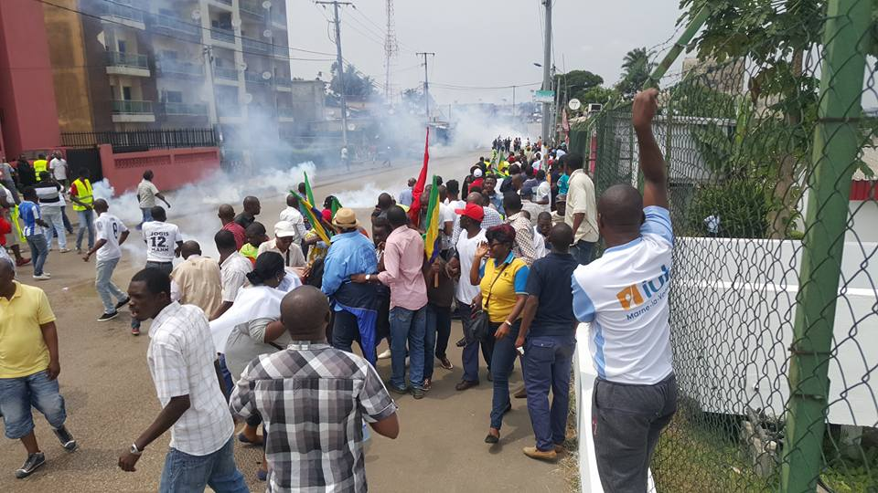 Un blessé et onze arrestations après une marche pacifique de l'opposition à Libreville