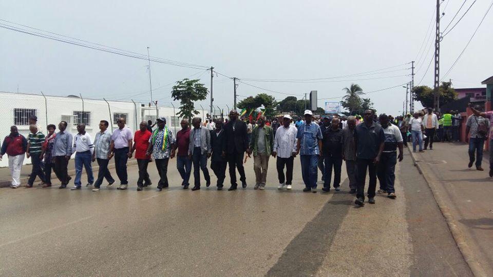 La police disperse une marche pacifique  de l'opposition