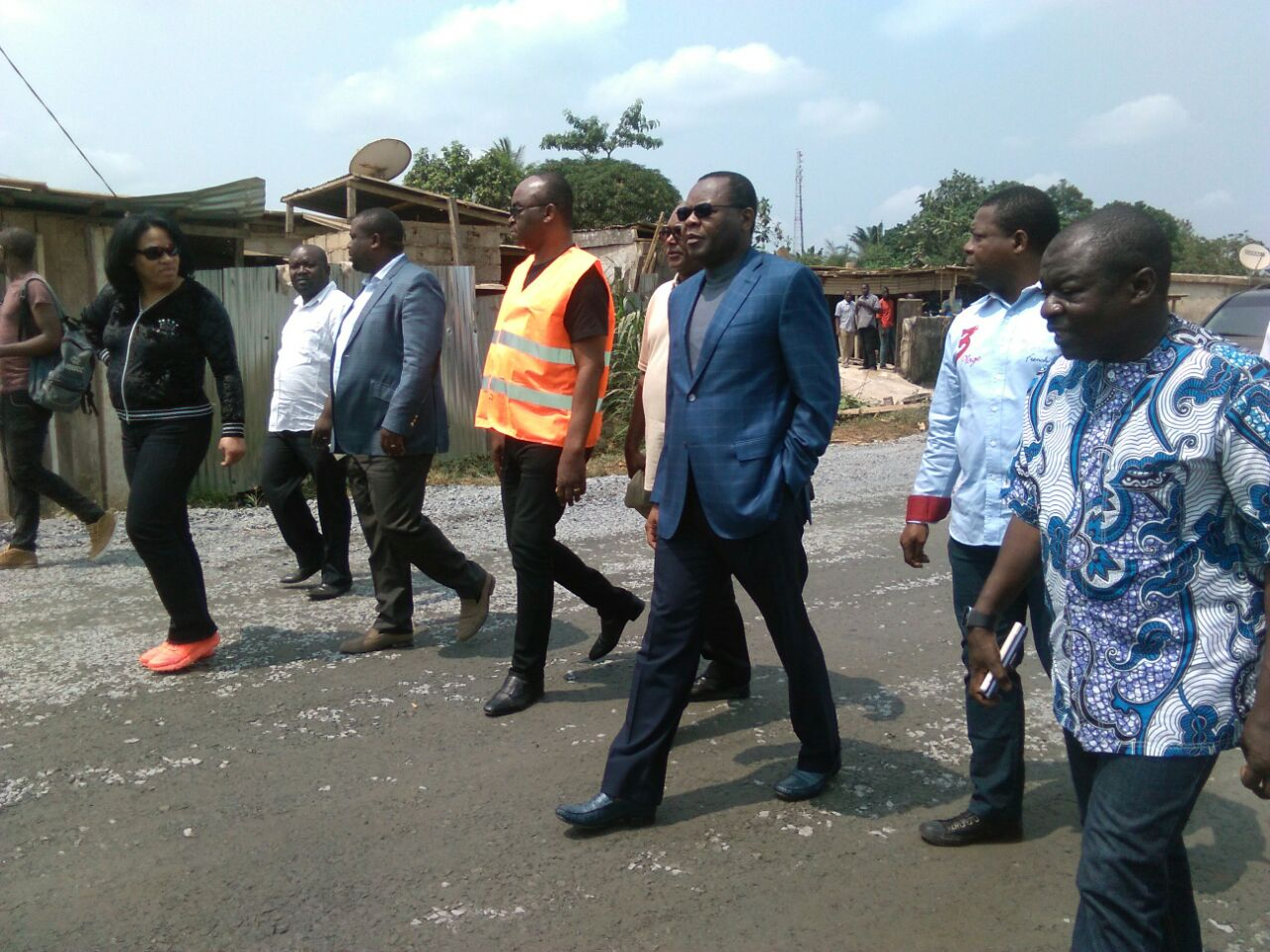 M. Oyiba inspectant un des chantiers @ C.N