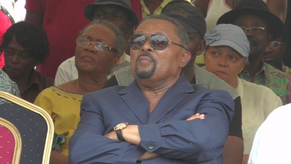 Jean Ping avait une attitude désinvolte durant le meeting @ Gabonactu.com