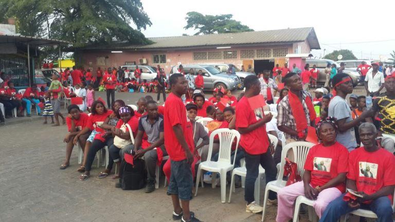 Quelques militants de base ont également critique de la décision adoubant le candidat Ali Bongo