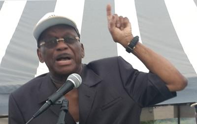 Jean François Ntoutoume Emane donnant des consignes de vote à ses partisans @ Gabonactu.com