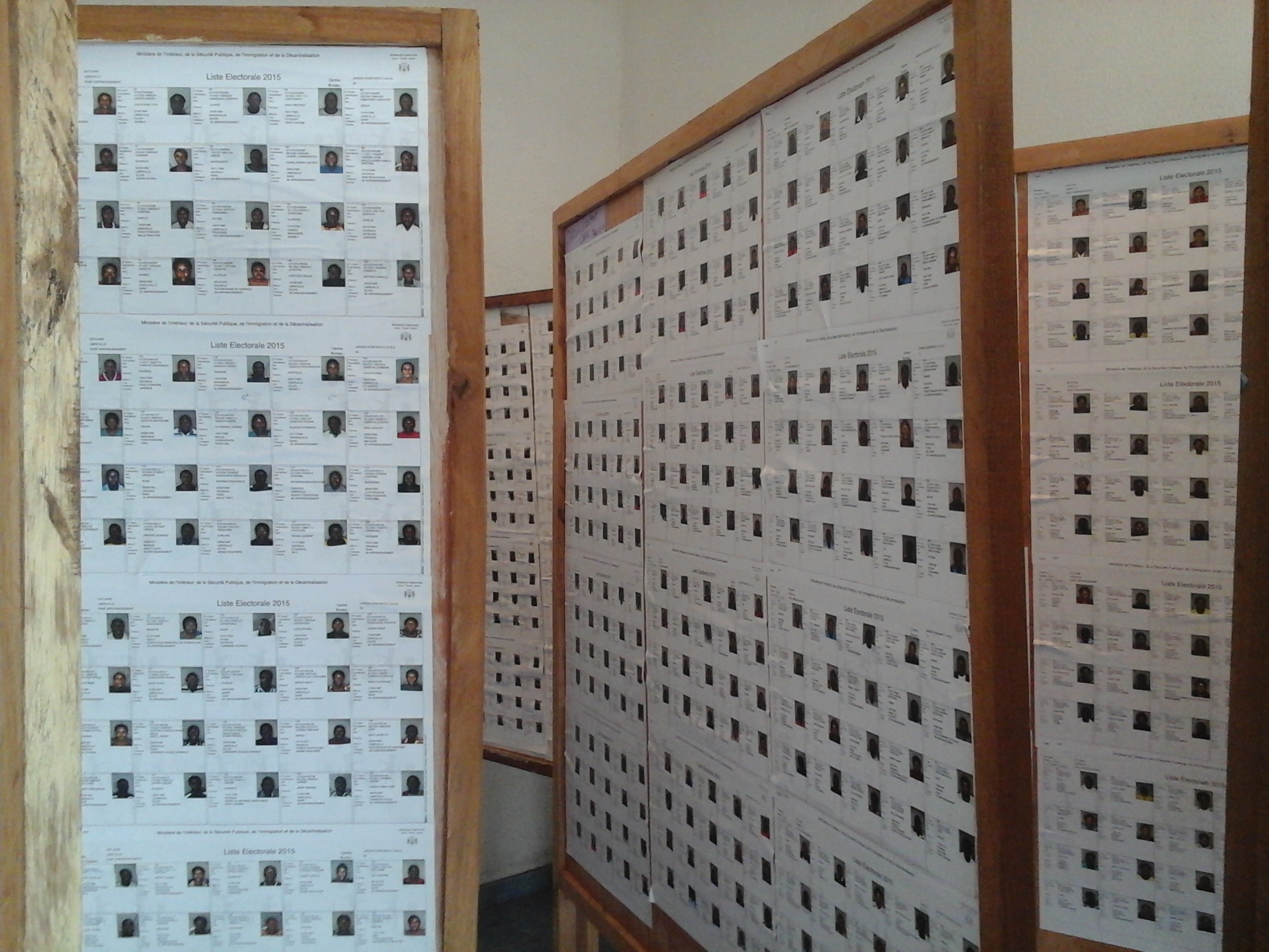 La distribution des cartes d'électeur débute finalement mardi à Libreville