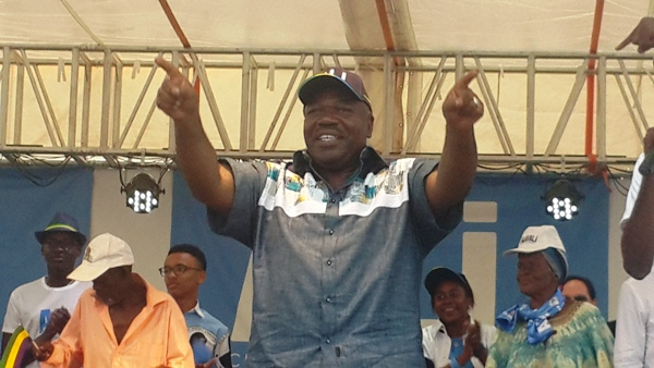 Ali Bongo Ondimba devant les populations de Koulamoutou @ Gabonactu.com