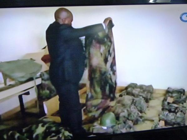 Saisie d'un important stock de tenues militaires à Libreville