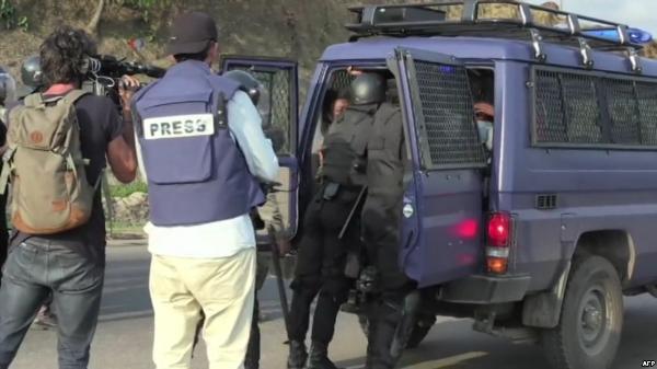 Le gouvernement reconnait l'interpellation des franco-gabonais