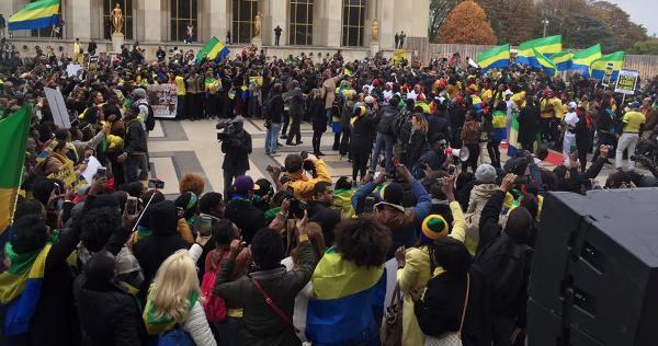 Une autre vue des participants au meeting du Trocadero @ Gabonactu.com