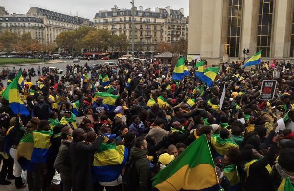 Les gabonais de France se sont massés au Trocadero pour écouter Jean Ping, leur président élu