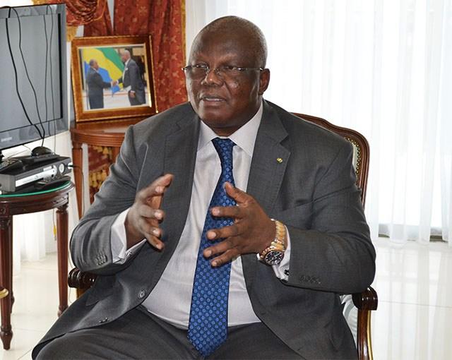 Florentin Moussavou, ministre de l'Education nationale appelle les enseignants à l'école ce lundi @ Gabonactu.com