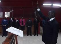 Alain Moupopa prêtant serment au tribunal de Libreville le 9 novembre 2012 @ Gabonactu.com