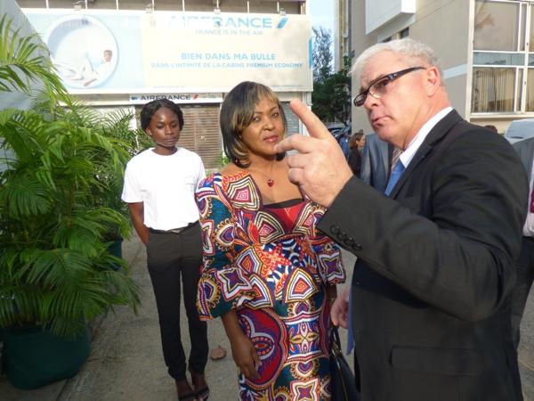 La ministre gabonaise des transports,  Flavienne MFOUMOU ONDO a visité l'expo @ Gabonactu.com