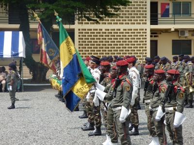 Honneurs aux drapeaux gabonais et français @ Gabonactu.com