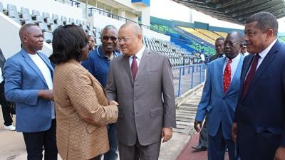 Le ministre Nicole Assélé avec le gouverneur du Haut Ogooué, Jacques Denis Tsanga @ Mini sports
