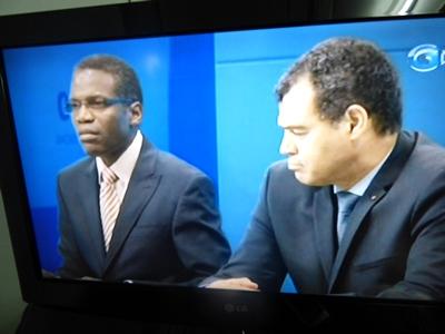 Lambert Noël Matha et son collègue de la Défense nationale, Etienne Massard Makaga telqu'ils sont aparus à la télévision nationale lundi soir @ capture écran Gabon TV / Gabonactu.com