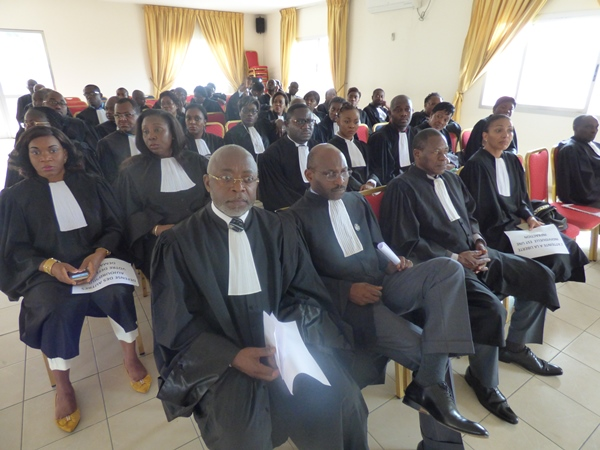 Ils sont venus défendre Me Iga-Iga et leur profession @ Gabonactu.com