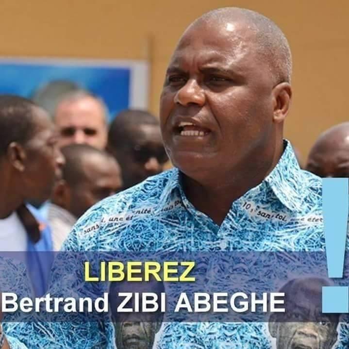 Les avocats de Bertrand Zibi Abeghe en conférence de presse ce vendredi à Libreville