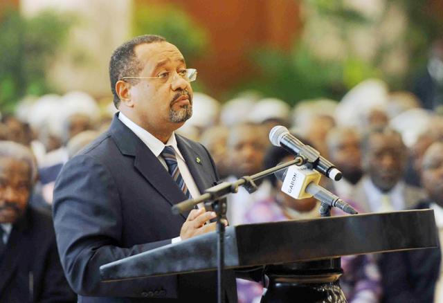Le ministre gabonais de l'énergie, Guy Bertrand Mapangou a riposté à l'arme lourde @ DR