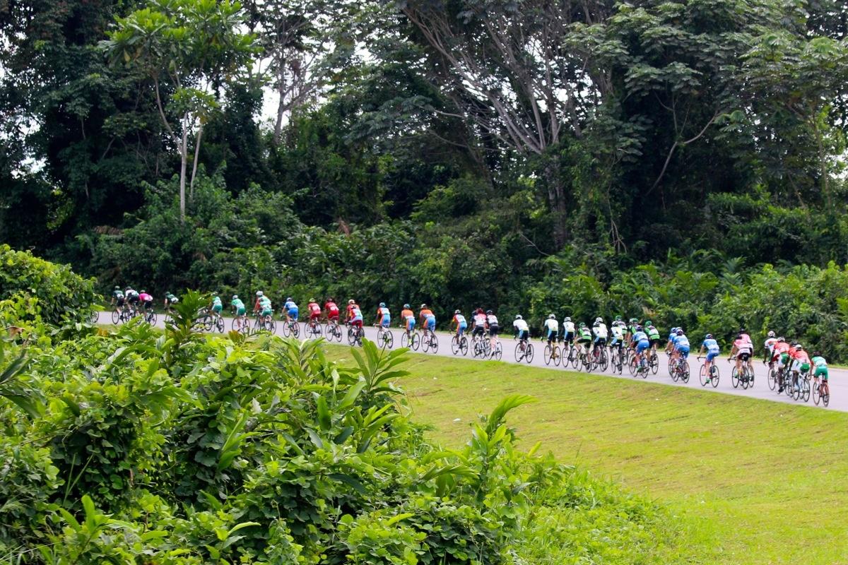 Insolite : les cyclistes gabonais entraînés par un mécanicien à 9 jours du Tour du Gabon