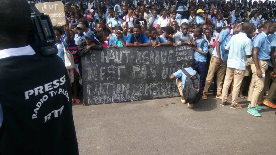 Les élèves de Franceville dans la rue pour réclamer leur bourse