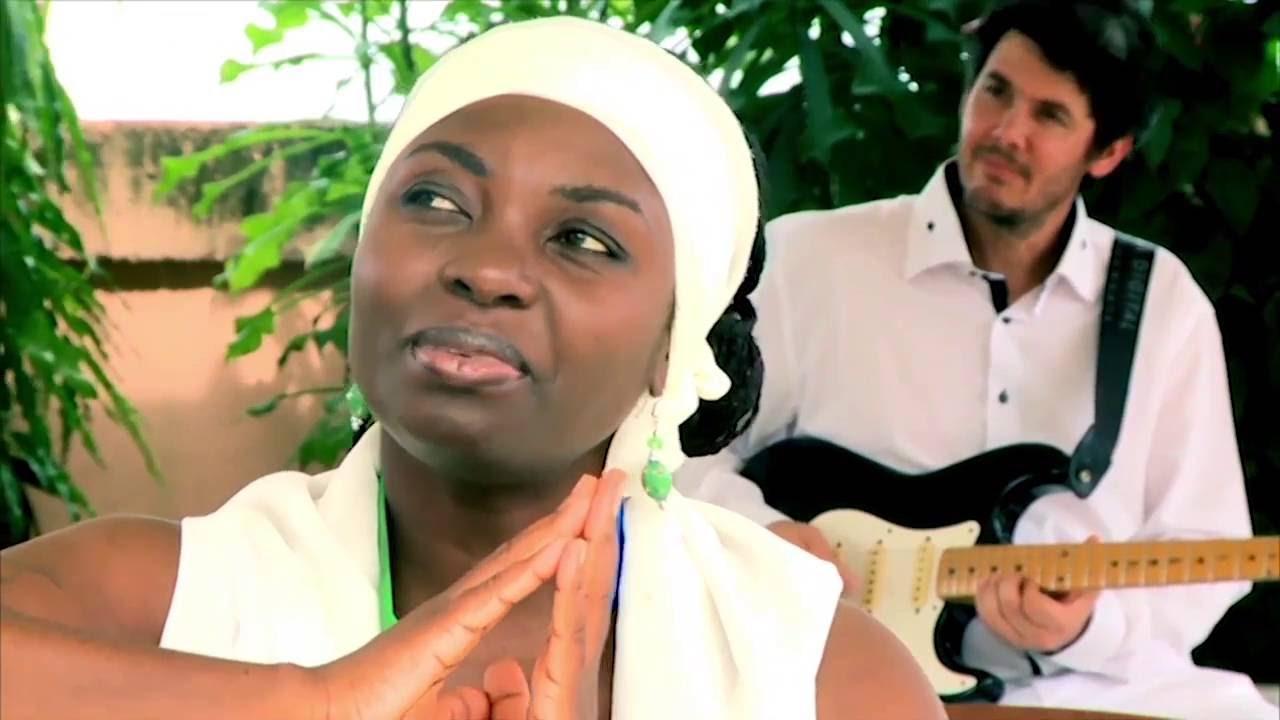 Annie Flore Batchiellilys fête ses 50 ans le 10 avril par un spectacle inédit à Libreville