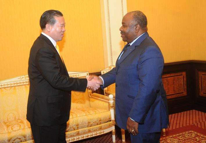Des chinois et un émir arabe au palais d'Ali Bongo mardi