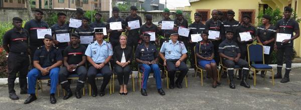 Des sapeurs-pompiers gabonais formés aux techniques de désincarcération des victimes d'accident de la route