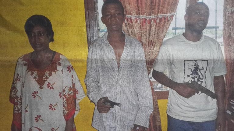 Une dame, agent de la sécurité pénitentiaire envoyée au cachot pour braquage